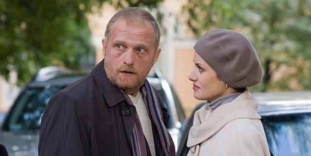 Гардероб Швецовой не изменился даже после того, как она вышла замуж за богатого бизнесмена Луганского (Мирослав Малич).