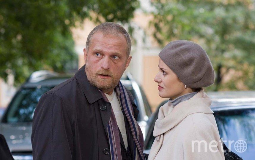 Гардероб Швецовой не изменился даже после того, как она вышла замуж за богатого бизнесмена Луганского (Мирослав Малич). Фото пресс-служба канала «Россия-1»