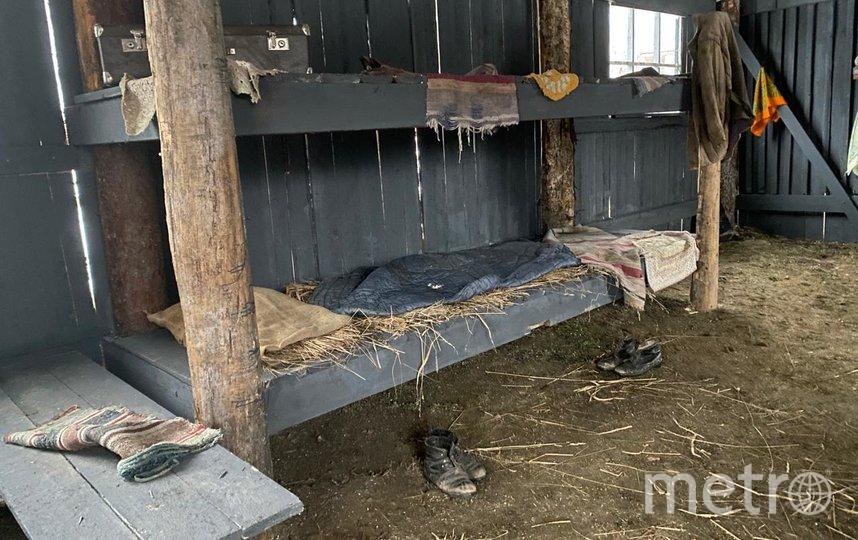 Внутри «лагеря» всё из прошлого: от обуви до половичков. Фото фонда «Открытые возможности»