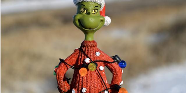 Некоторые превращаются в настоящего Гринча – сказочное чудовище, ненавидящее зимние праздники.