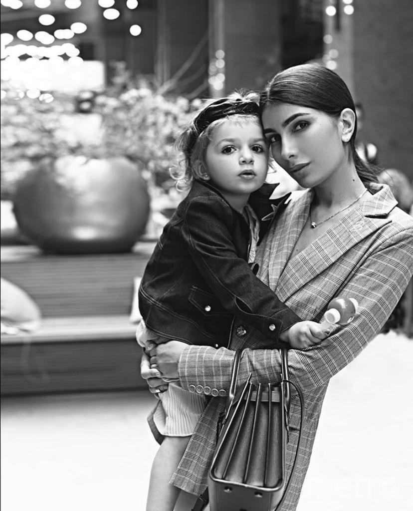 Арина Власова с дочерью Оливией.