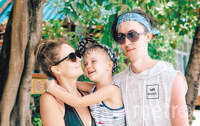 Юлия Бажнева с семьей. Фото из личного архива героя статьи