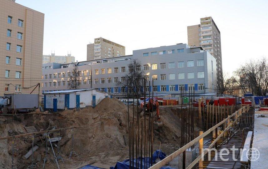 """Строительство семиэтажного корпуса с вертолетной площадкой на крыше для Боткинской больницы. Фото АГН """"Москва"""""""