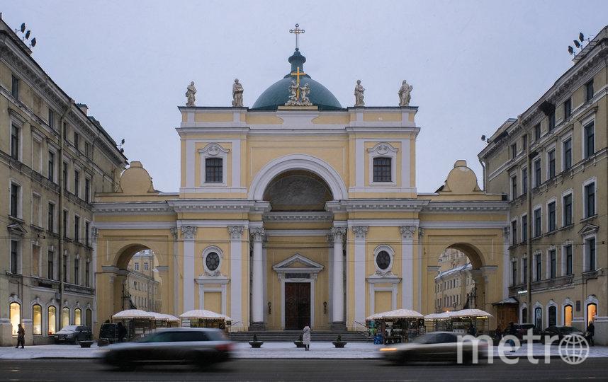 """Ель во многих конфессиях считается древом жизни. В католическом храме Святой Екатерины установили несколько хвойных деревьев. Фото Алена Бобрович, """"Metro"""""""