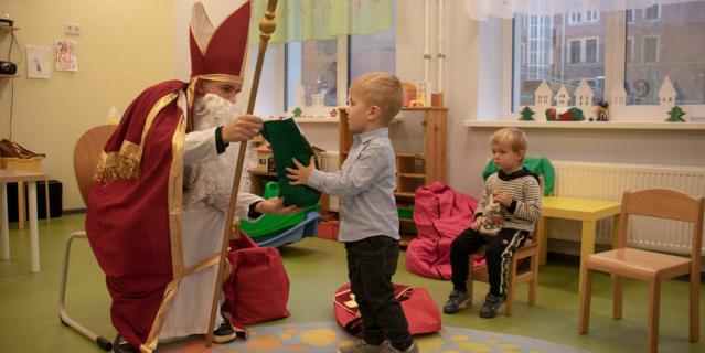 Юных протестантов из немецкой общины завтра с Рождеством поздравят родители. А 6 декабря им в школу подарки приносил святой Николай.