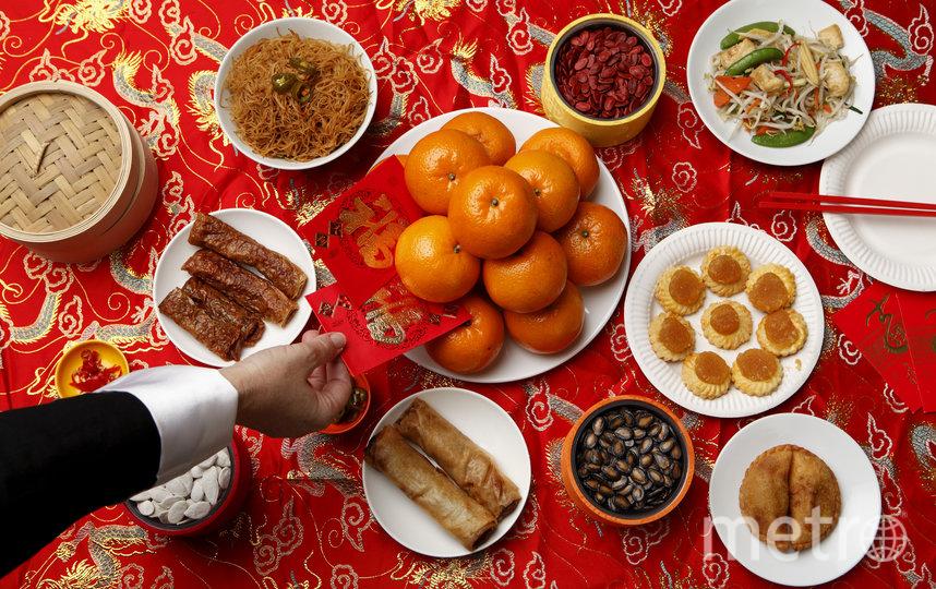 Всевозможных блюд на новогоднем столе должно быть много. Фото depositphotos
