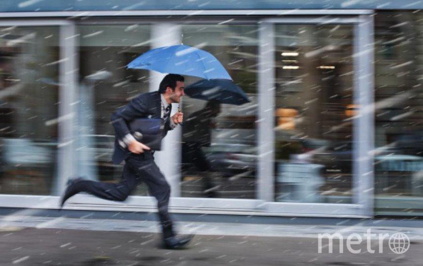 В городе - сыро, можно доставать зонты. Фото Getty
