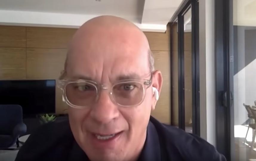 Хэнкс опять всех удивил. Фото Скриншот видео.
