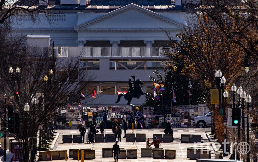 Рабочие в последние дни начали монтировать трибуны для инаугурационного парада перед Белым домом. Фото Getty