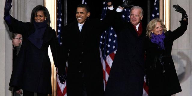 Обама с женой и Байден с супругой в 2013 году.