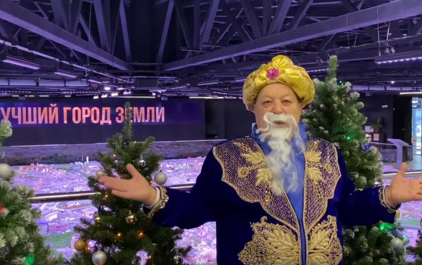 Александр Мочалов в образе старика Хоттабыча. Фото  Московское долголетие, Скриншот Youtube