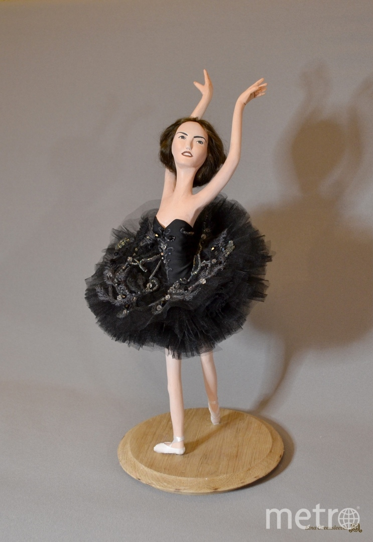 Лебединое озеро. Одиллия, статичная портретная кукла по образу русскои балерины Галины Мезенцевои. Фото instagram.com@etna_greensleeves