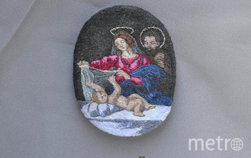 """""""Святое семеиство"""", вышитая брошь по картине Рафаэля """"Мадонна с вуалью"""". Микровышивка. Фото instagram.com@etna_greensleeves"""