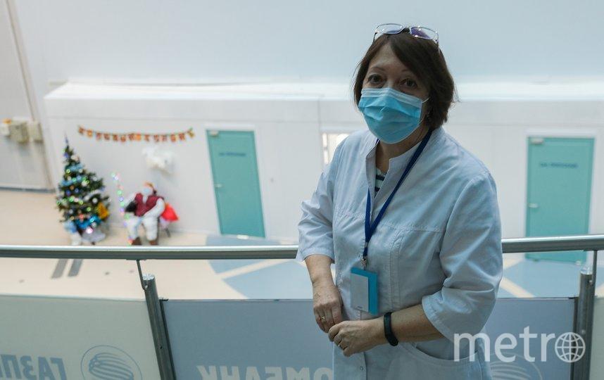 """Клинический психолог временного госпиталя в """"Ленэкспо"""" Юлия Мохова несколько месяцев работает с пациентами с коронавирусом. Фото Алена Бобрович, """"Metro"""""""