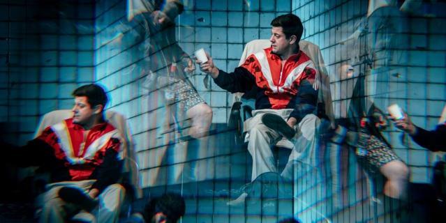 """В театре """"Приют комедианта"""" представили премьеру спектакля по знаменитому роману Ильфа и Петрова """"12 стульев""""."""