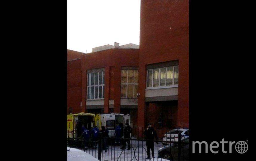 Школьниквыпал из окна во время перемены. Фото vk.com/spb_today.