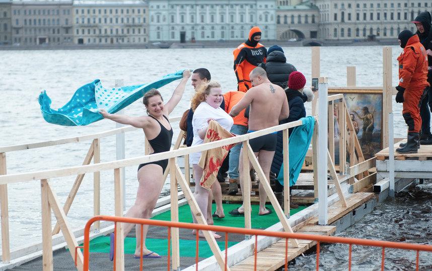 """Вот так было в Крещение в 2020 году у Петропавловской крепости. Фото """"Metro"""""""