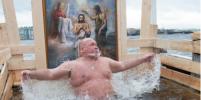 Выпить можно, но после: эксперты рассказали о правилах поведения во время Крещения