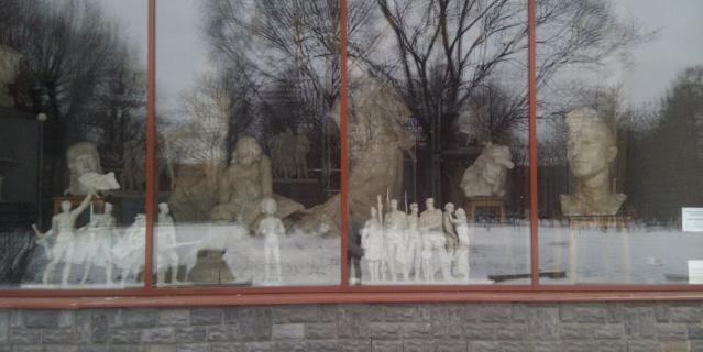 """Скульптуры из """"Мастерской Аникушина"""" в Вяземском саду."""