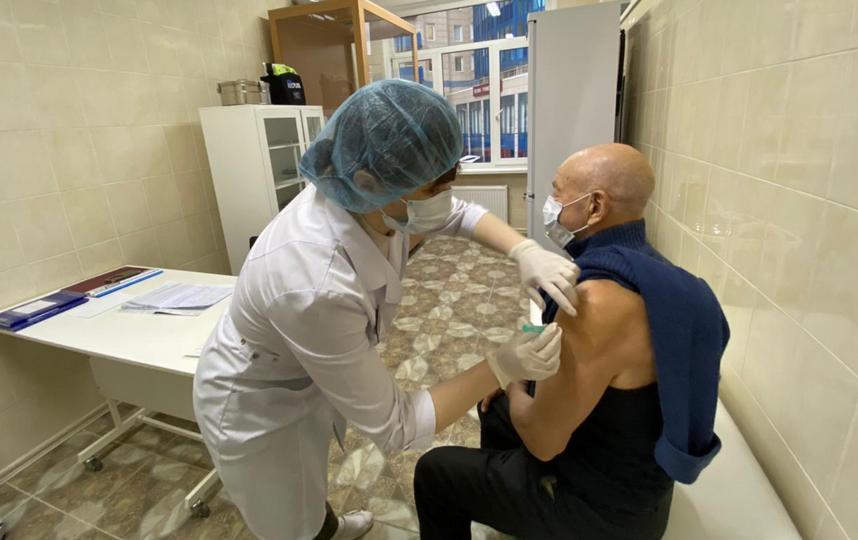 Сейчас в городе работает 70 прививочных пунктов. Фото http://zdrav.spb.ru