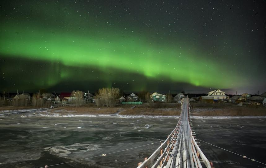 Сияние над мостом. Фото Михаил Карпов, vk.com