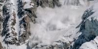 На горнолыжном курорте в горах Домбая после схода лавины погибли люди