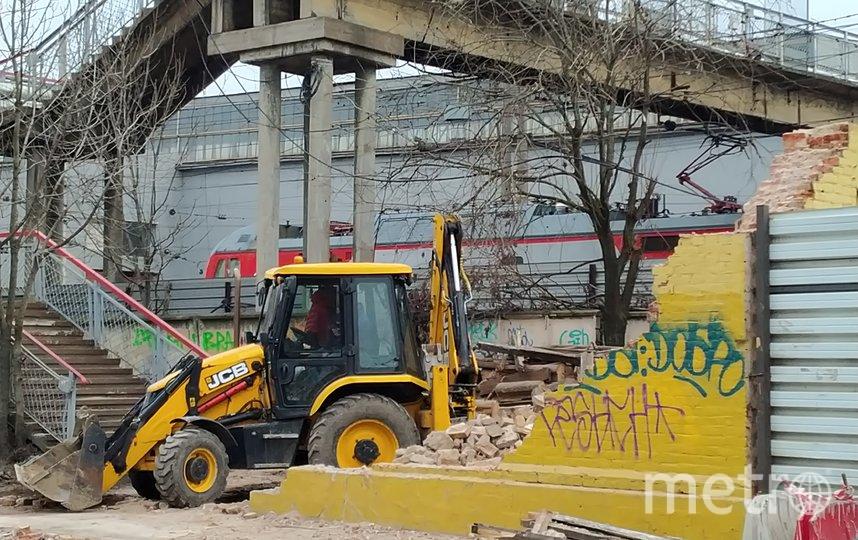 КГИОП требует восстановить историческое здание. Фото kgiop.gov.spb.ru.