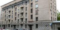 В Петербурге жители Адмиральского дома за свой счет отреставрировали парадную дверь: как она теперь выглядит