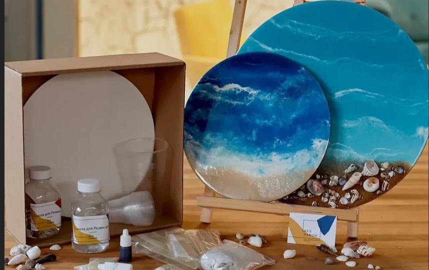 """Тарелки """"с морем"""" из эпоксидной смолы. Фото instagram.com/bezramokspb"""