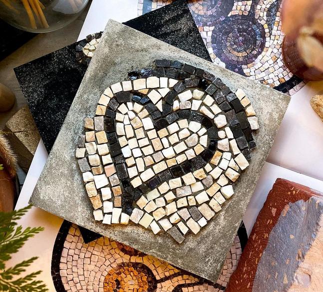 Такая мозаика может получиться уже на первом занятии. Фото instagram.com/wowmosaic