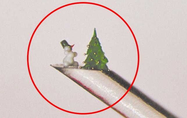 Основной сюрприз у Деда Мороза находится не в мешке. Фото Владимир Анискин