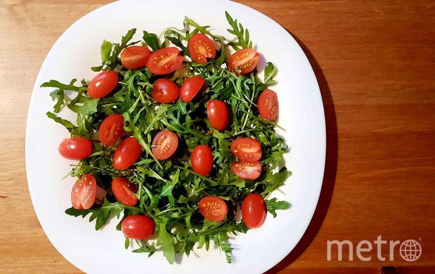 """Изысканный салат с рукколой и лососем. Фото Зинаида Белова, """"Metro"""""""
