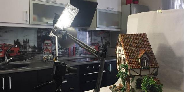 Петербурженка создает миниатюрные домики.