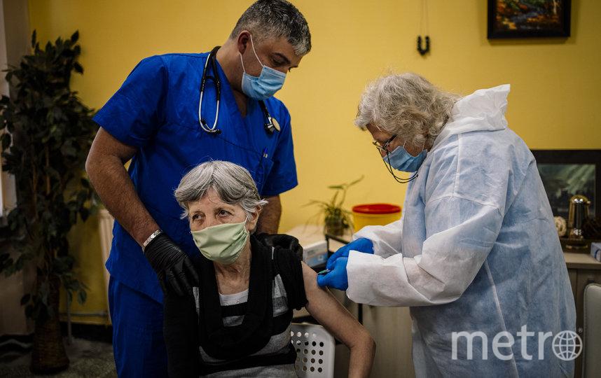 Во всём мире продолжается вакцинация от коронавируса. Фото AFP