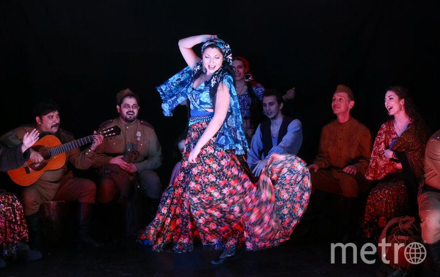 В рамках «Недели памяти» состоялся спектакль театра «Ромэн» «Луна – сестра печали». Он показывает историю цыганского табора, который в лесу спасается от нацистов. Фото Василий Кузьмичёнок