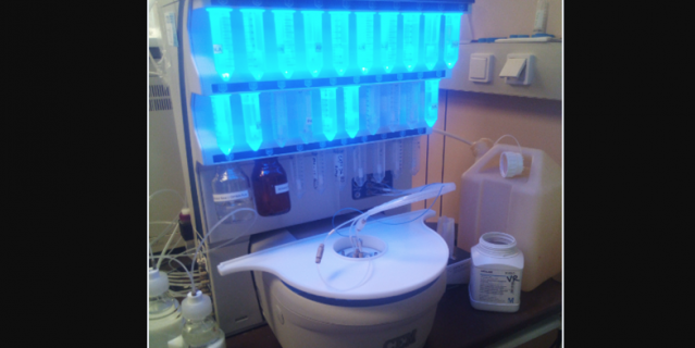 Пептидный синтезатор, с помощью которого от аллергенов отсекли лишнее и оставили нужное для вакцины.