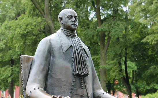 Памятник Петру в Петропавловской крепости. Фото vk.com