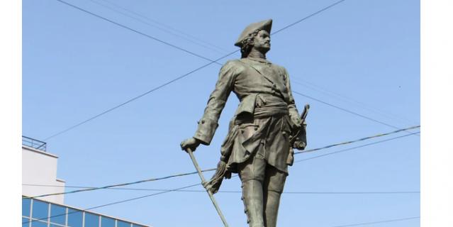 Памятник Петру на Сампсониевском.