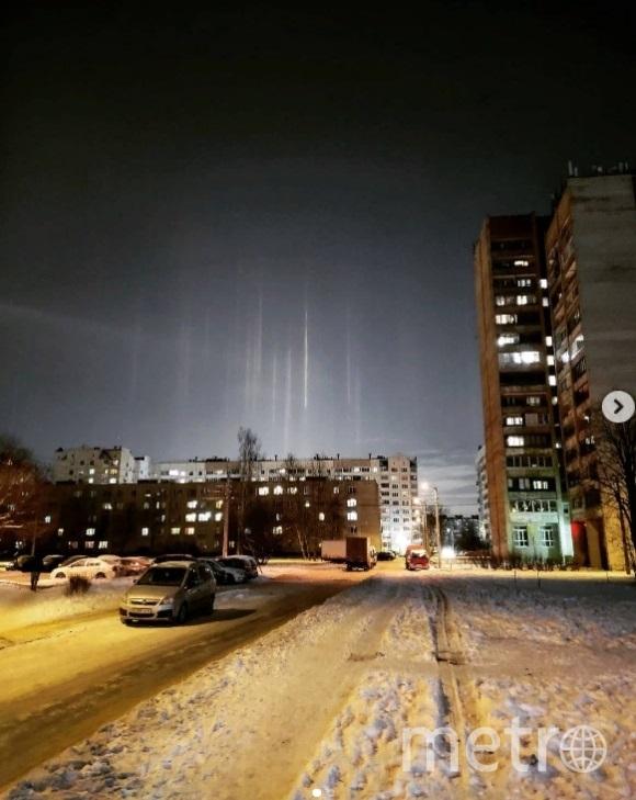 Над Петербургом заметили световые столбы. Фото korotishka12.
