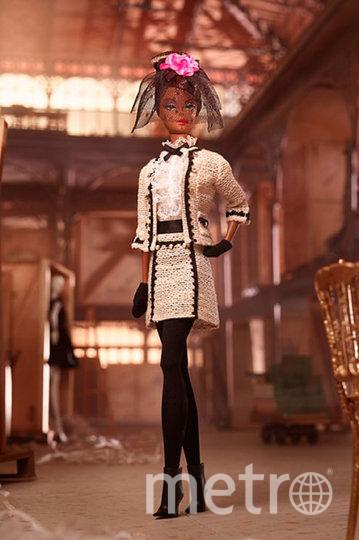Барби собирается на чай.