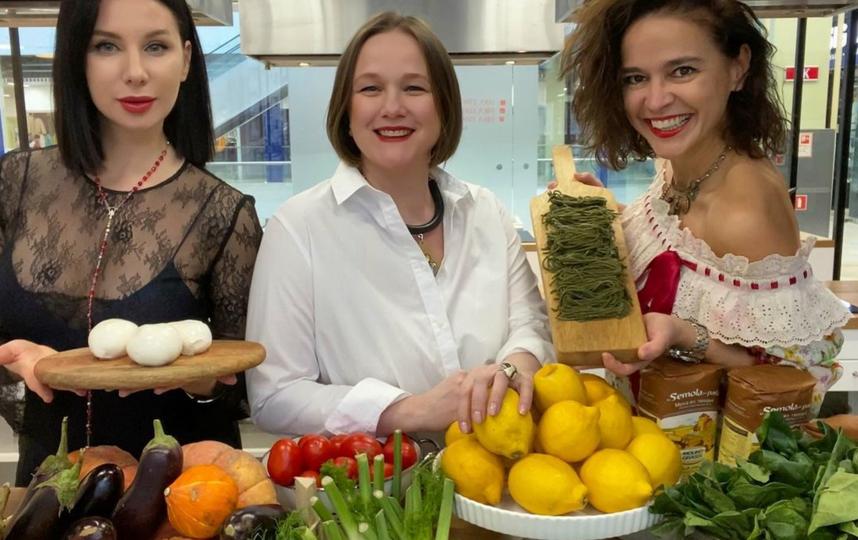 На кулинарных мастер-классах бывает очень весело – ну и очень вкусно по умолчанию. Фото www.instagram.com/kulinarniy_salon_nika_ermakova/