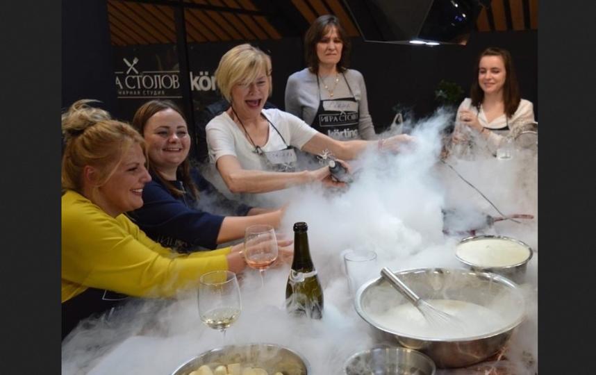 На кулинарных мастер-классах бывает очень весело – ну и очень вкусно по умолчанию. Фото www.instagram.com/igrastolov_ru/