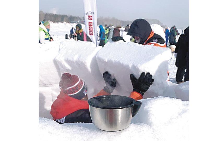 Из-за пандемии и морозов в этом году желающих попробовать себя в строительстве иглу было в разы меньше, чем обычно. Фото VK.COM/SURVIVE_IGLOO/ ЯРОСЛАВ ЩЕТИНКИН