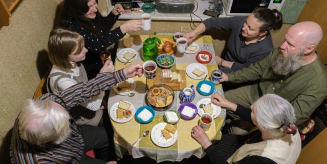 Каждая встреча в семейном кругу – это маленький праздник.
