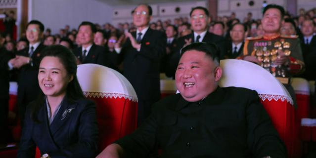 Ким Чен Ын и Ли Соль Чжу.