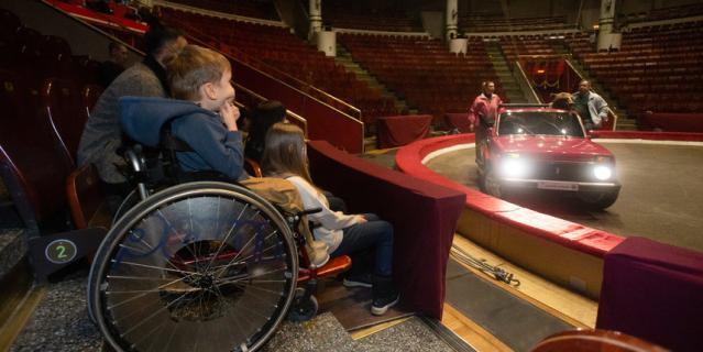 Саша Никитин и его семья побывали на репетиции в цирке.