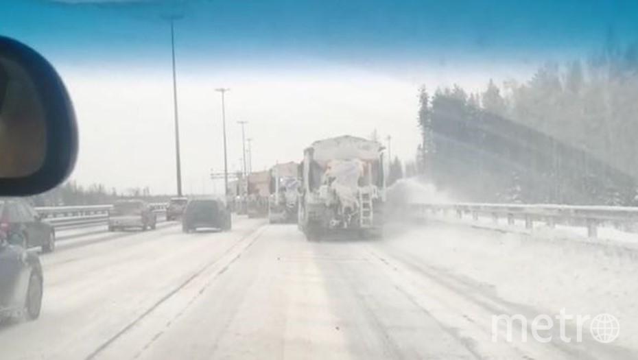 НА ЗСД из-за уборки снега ограничили скорость движения. Фото vk.com/spb_today.