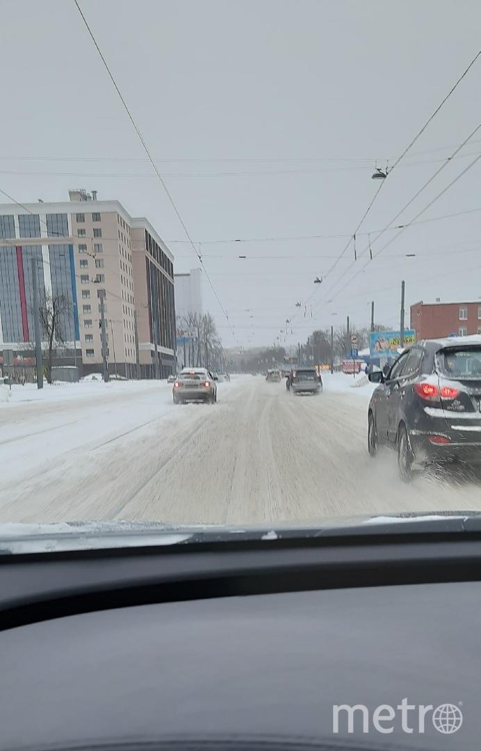 Петербуржцы жалуются на неубранные дороги. Фото vk.com/spb_today_unreleased.