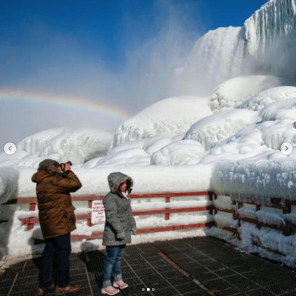 Так Ниагарский водопад выглядит сейчас. Особенную атмосферу придает радуга. Фото Скриншот Instagram: @ lo_cha11