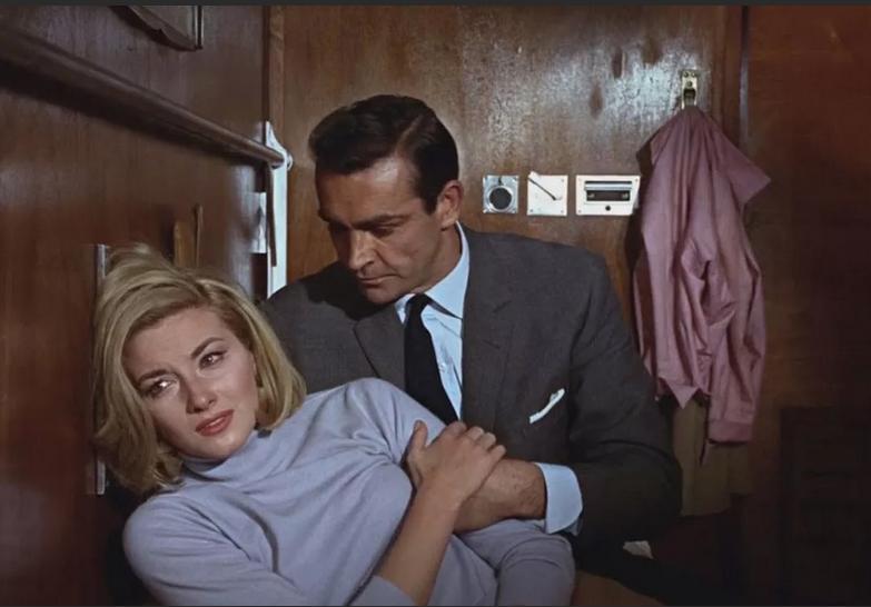 Большинство опрошенных нами женщин считают, что образцово-показательный джентльмен – это Джеймс Бонд в исполнении Шона Коннери. Фото Кадр из фильма
